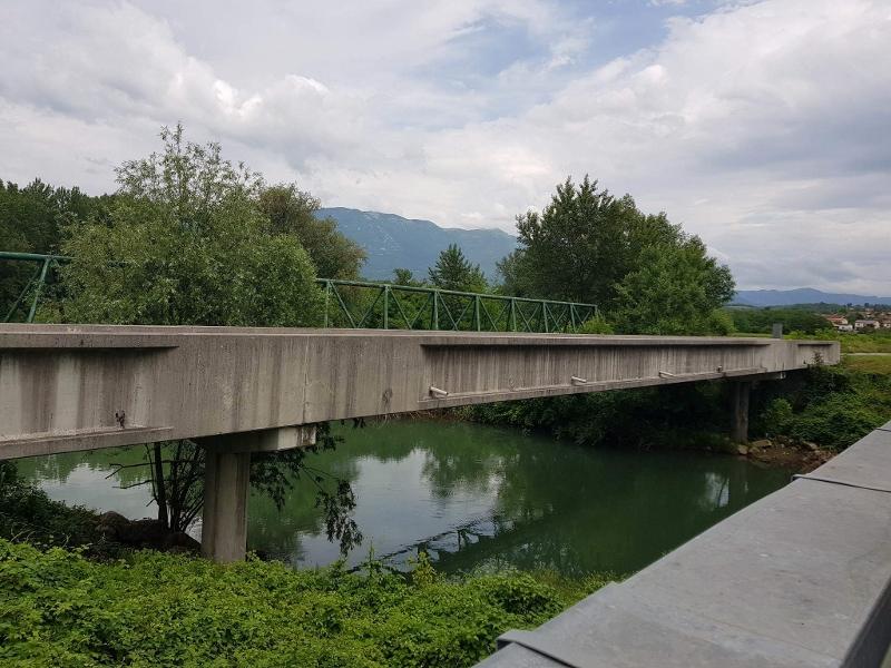 betonski-most-poljska-cesta-prvacina-z-zelezno-brvjo-v-ozadju-800x600_0