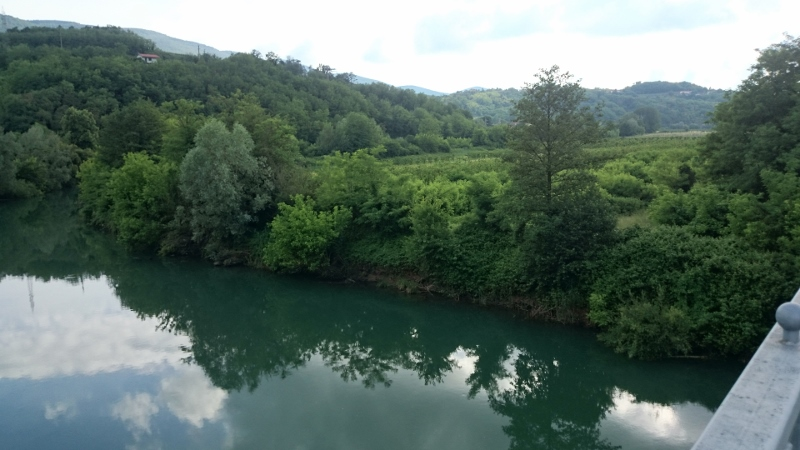 neutrjene-brezine-na-desnem-bregu-mostu-v-dragi_1399-800x450