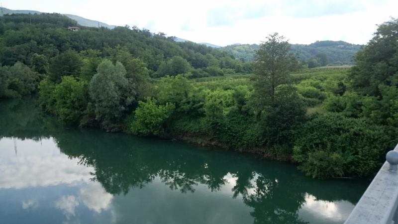 neutrjene-brezine-na-desnem-bregu-mostu-v-dragi_1399-800x450_0